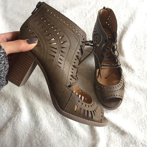 Olive Green Rodillo Sandals